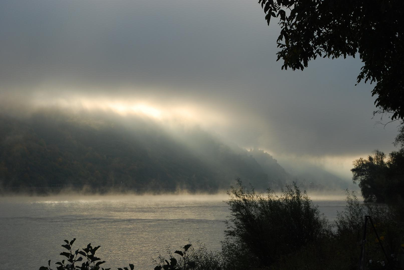 Oberwesel im Herbst Mystischer Sonnenaufgang