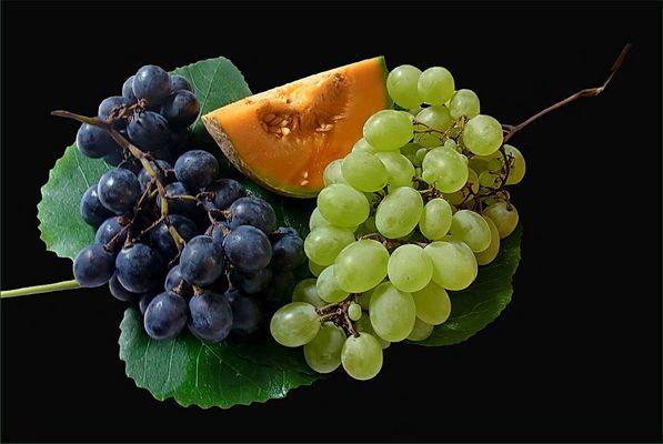 Obst auf Feigenblättern....