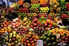 Obst in den Markthallen von Barcelona (La Boquería)