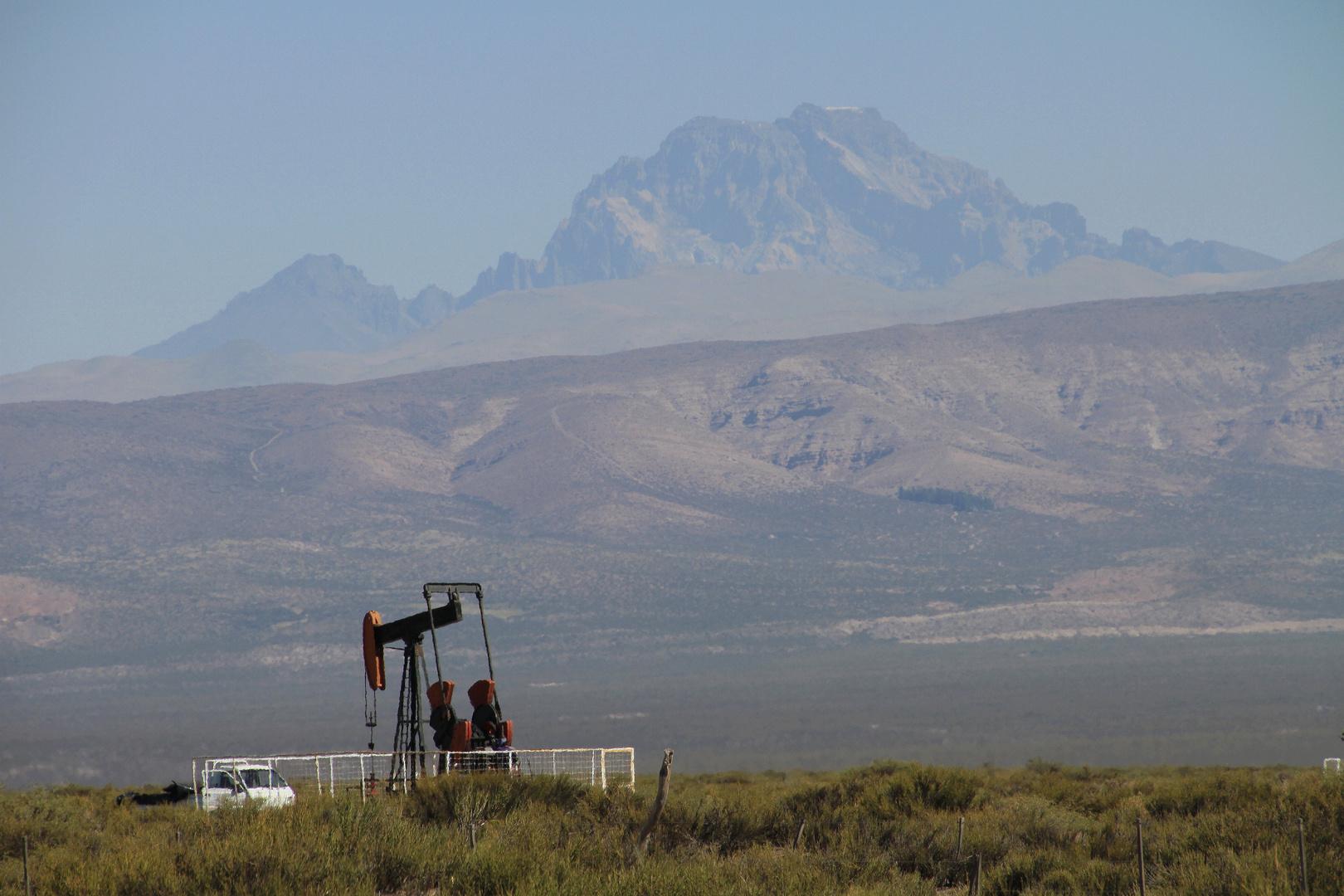 Ölförderung bei Malargüe (Provinz Mendoza/Argentinien)