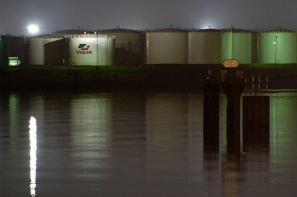 Öllager im Hamburger Hafen