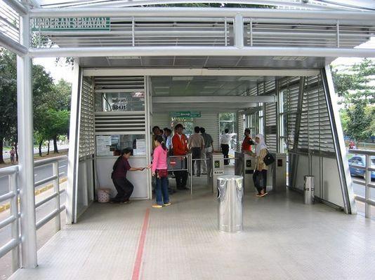 ÖPNV in Jakarta (Transjakarta - neues Expressbussystem in Jakarta mit eigener Busspur)