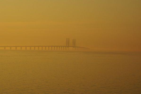 Öresundbrücke im Morgengrauen