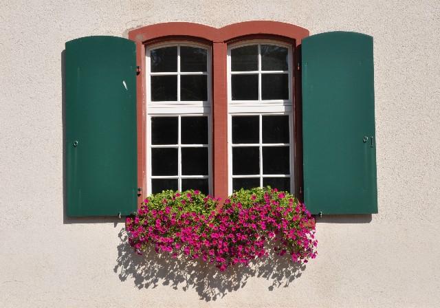 Offenes fenster von außen  Offenes Fenster Foto & Bild   architektur, ländliche architektur ...