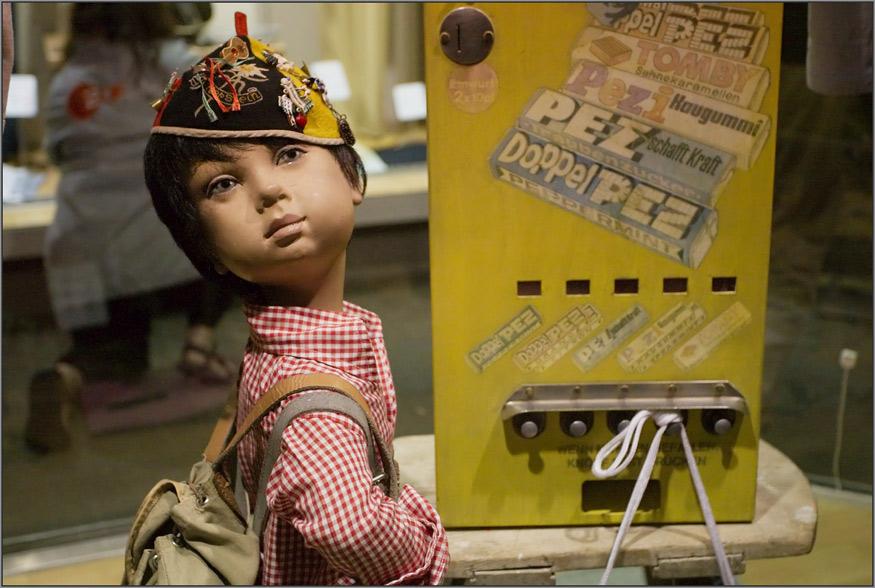 Oh ihr einfältigen Puppen- u. Automatenknipser ...