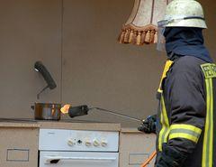 Oha - wer setzt denn da die Küche in Brand? [Minute -6]