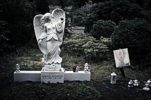 Ohlsdorf Friedhof, Hamburg - Sexy Cora I