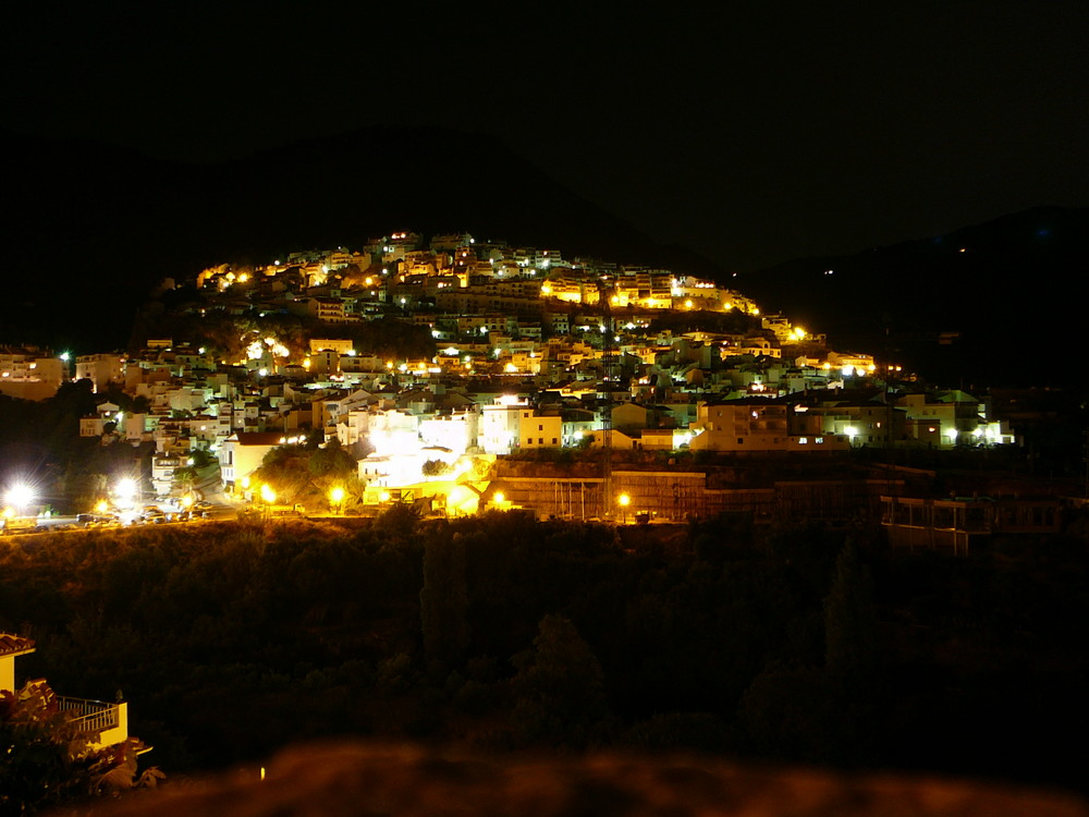 Ojen bei Nacht