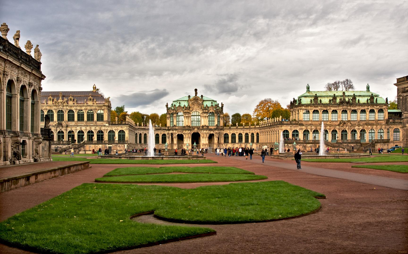 Oktoberwetter über dem Dresdner Zwinger