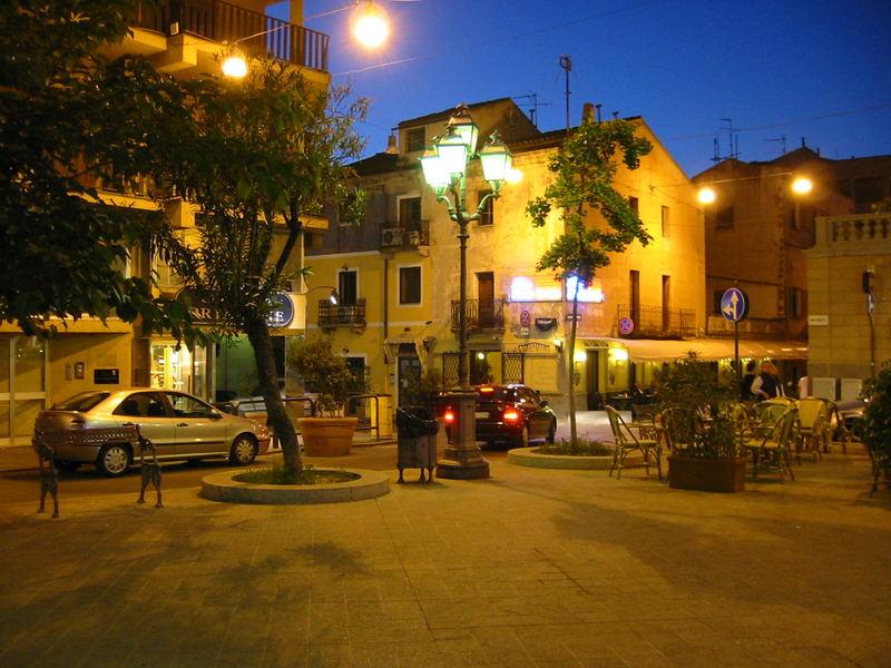 Olbia/Sardinien bei Nacht