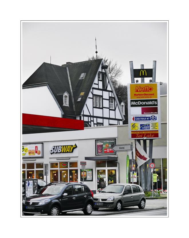 .... old and new (Friedrich-Ebert-Strasse)