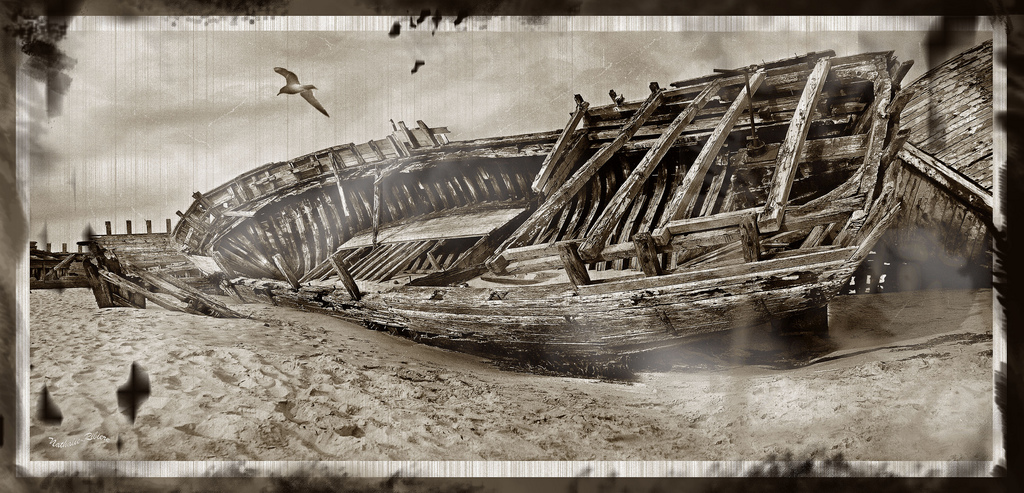 Old boat in Etel