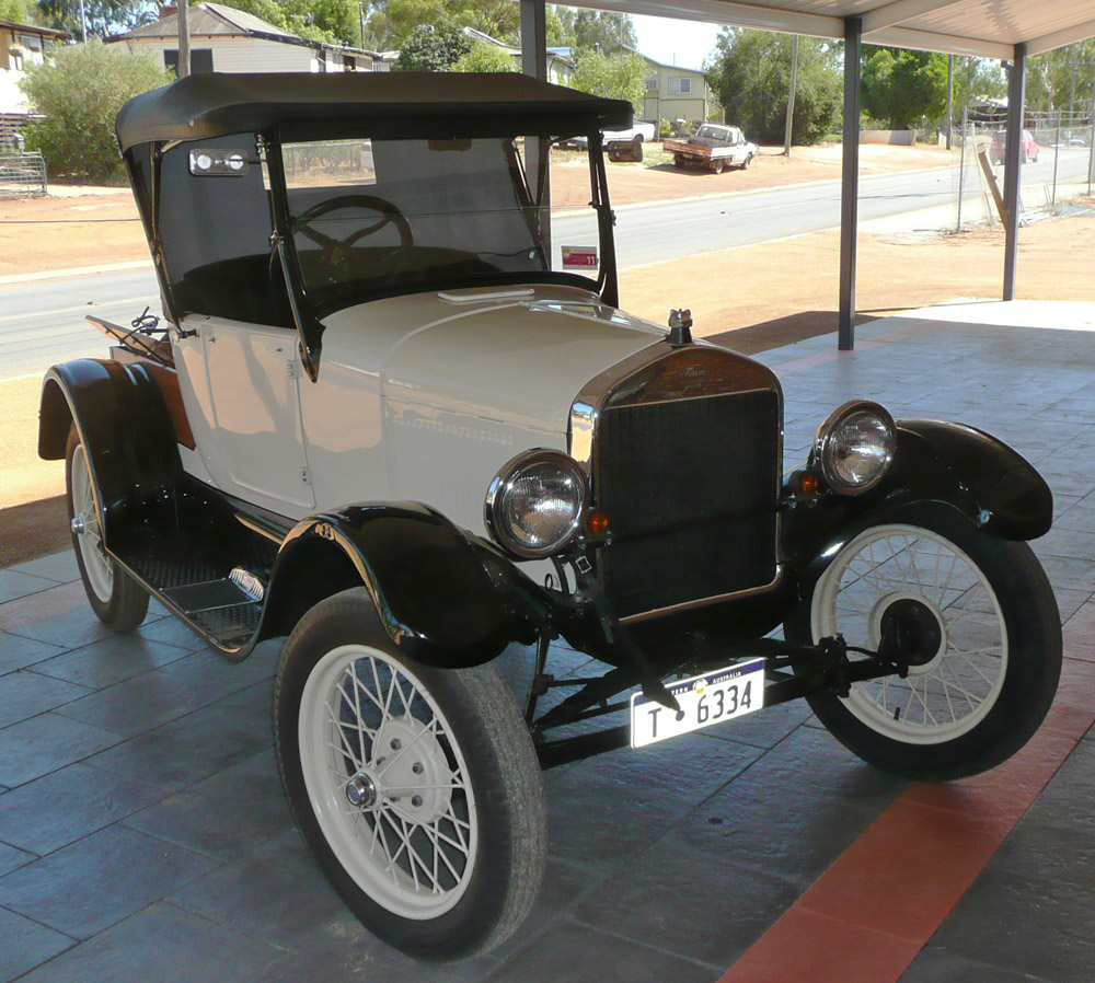 Old Car in Toodyay