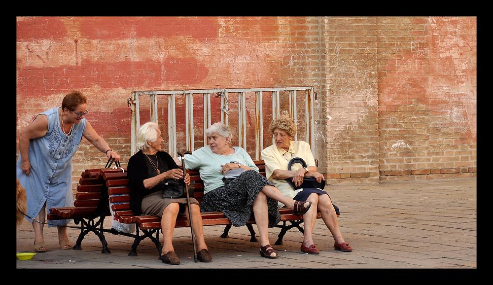 Old ladies in Venezia