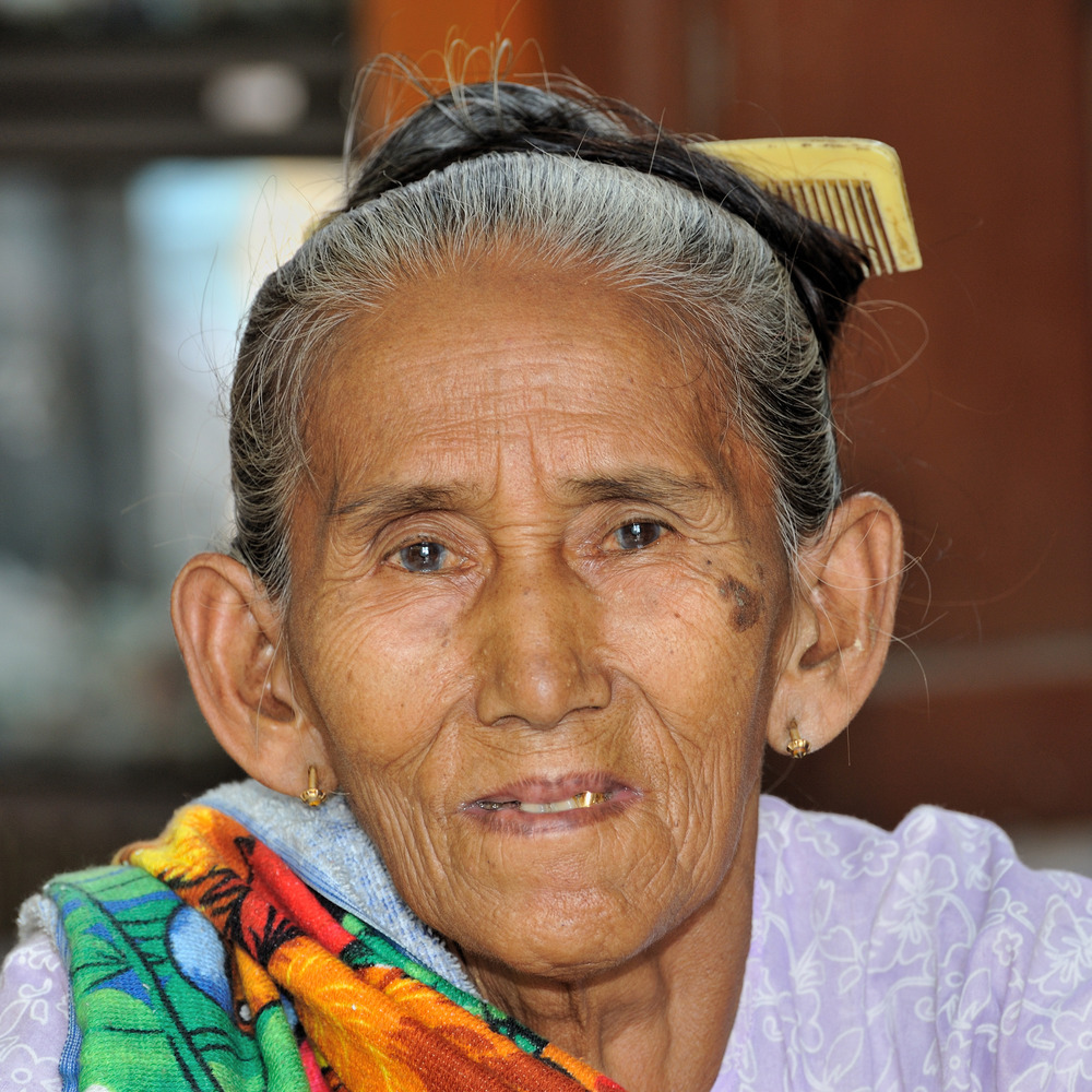 Old lady at Mount Popa