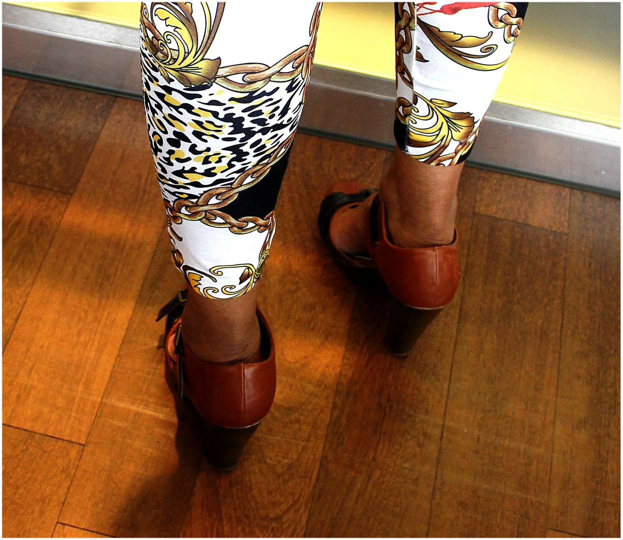 Oldenburg zeigt Bein ... Foto 6
