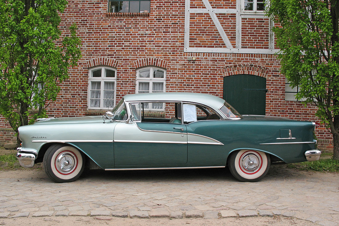 Oldsmobile 88 Holiday