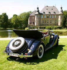 """Oldtimer am Schloss"""