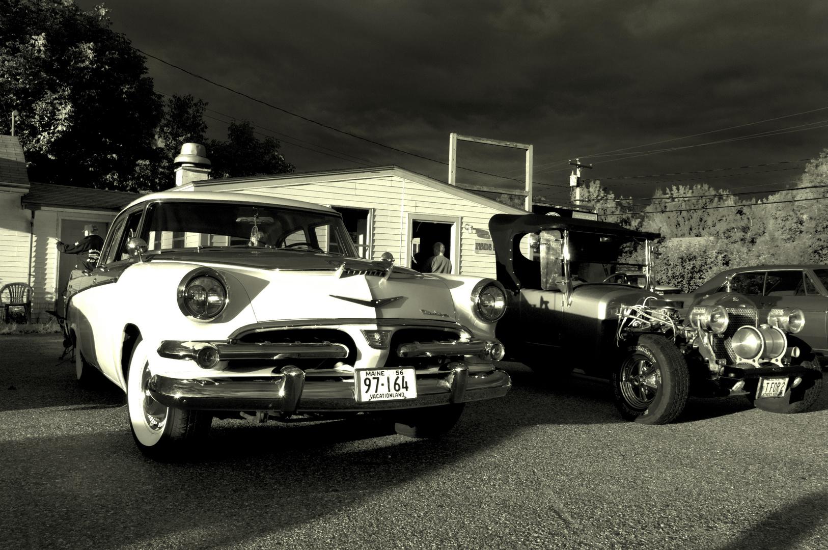 Oldtimer an einer ehemaligen Tankstelle - irgendwo in Maine