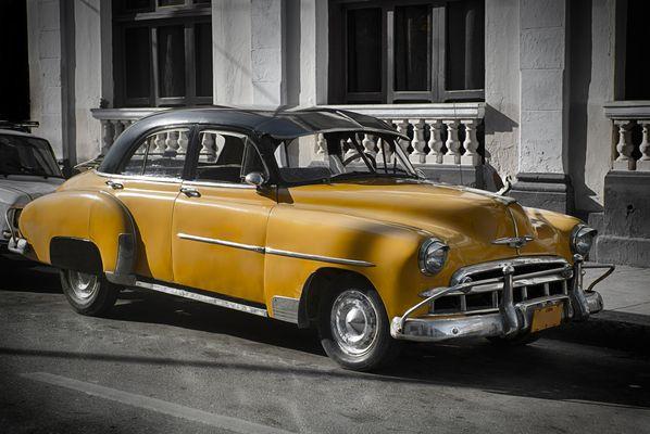 Oldtimer in Kuba, Havanna, gelb koloriert