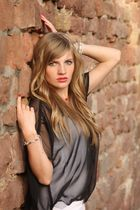 Olga an der roten Mauer
