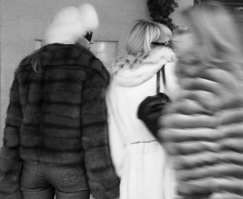 Olga und Ludmilla shopping in St.Moritz