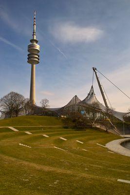 Olympiaturm und Schwimmhalle / München