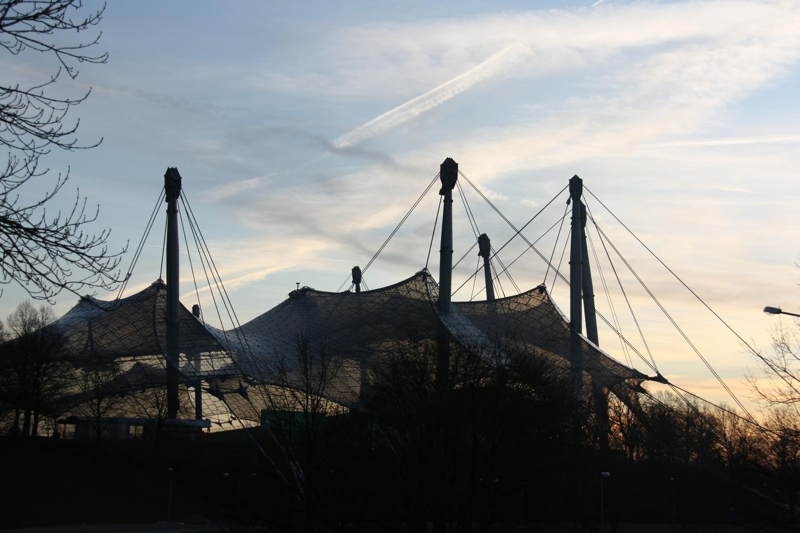 Olympische Dächer bei Sonnenuntergang