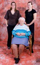 Oma und ihre Enkelinnen