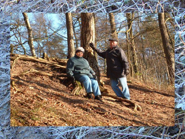 Oma und Opa im Wald