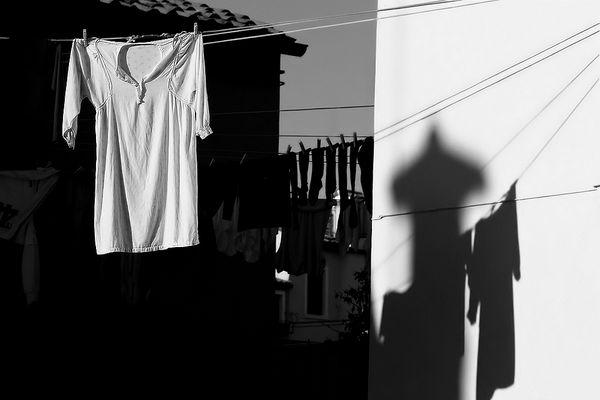 """OMBRE CHE VIVONO """" bianco e nero..a Burano """""""