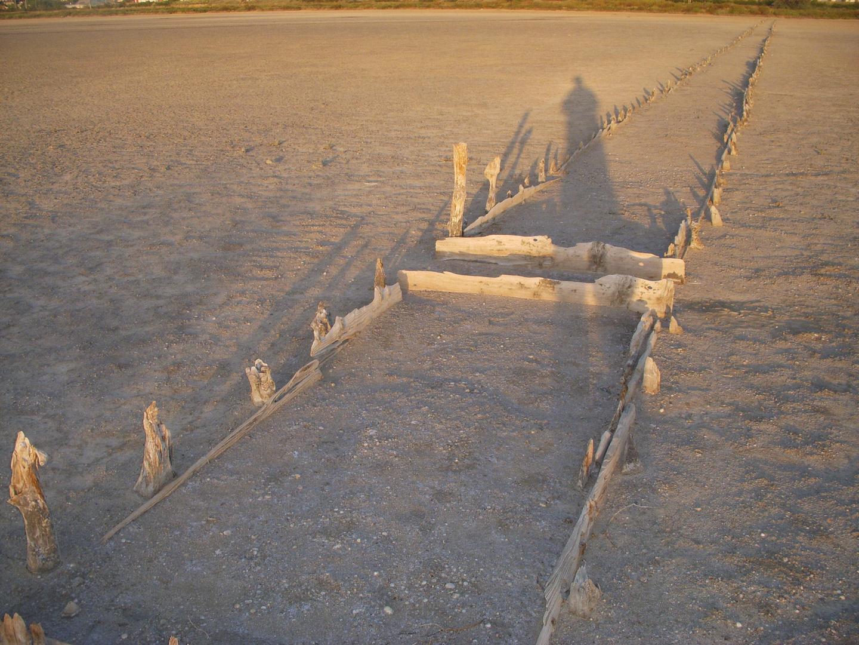 Ombre sur les anciens marais salants (à sec par fortes chaleurs