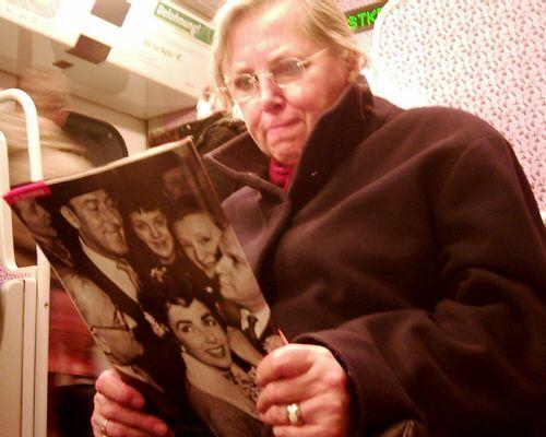 Omi in der S-Bahn