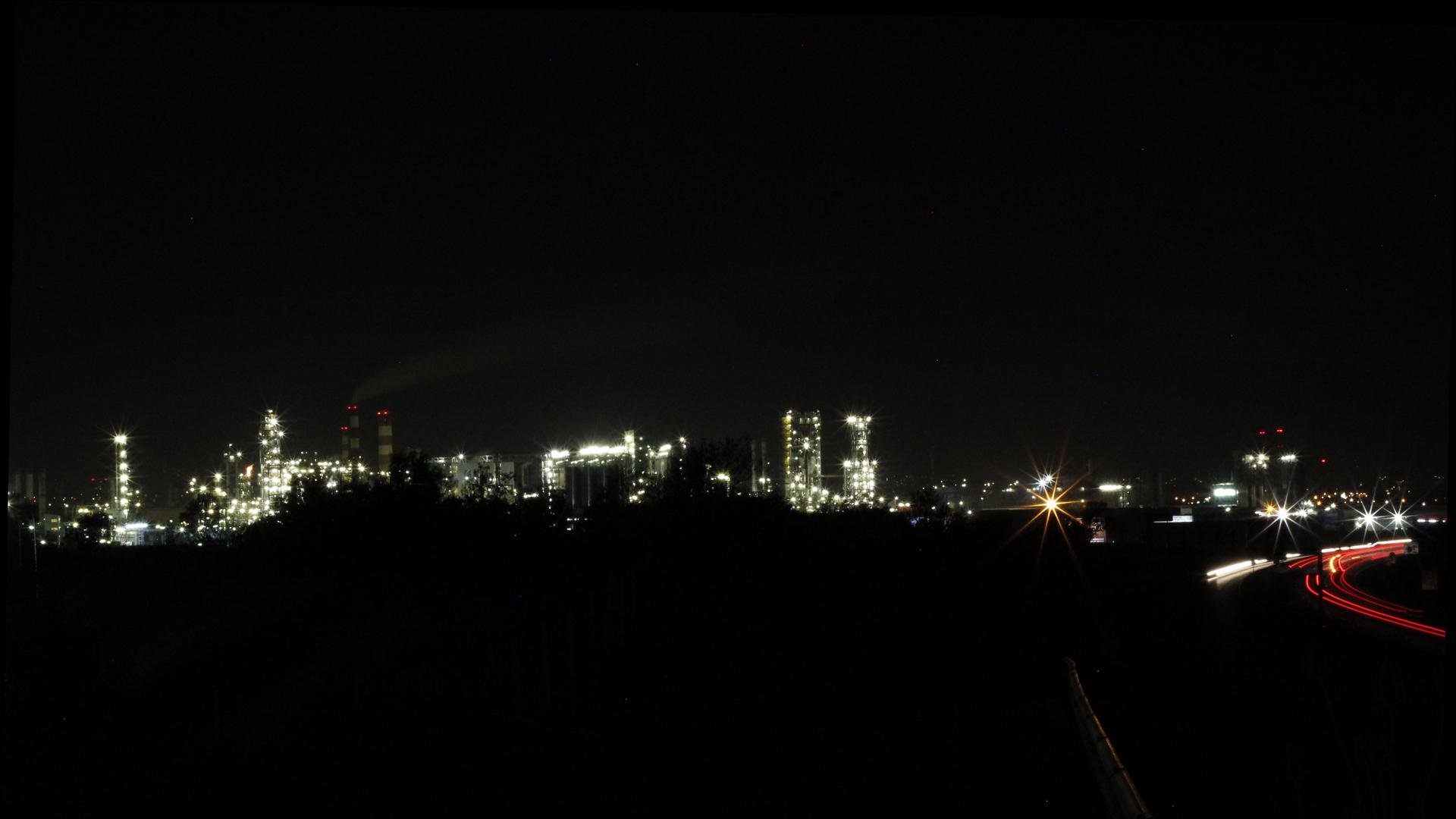 OMV bei Nacht