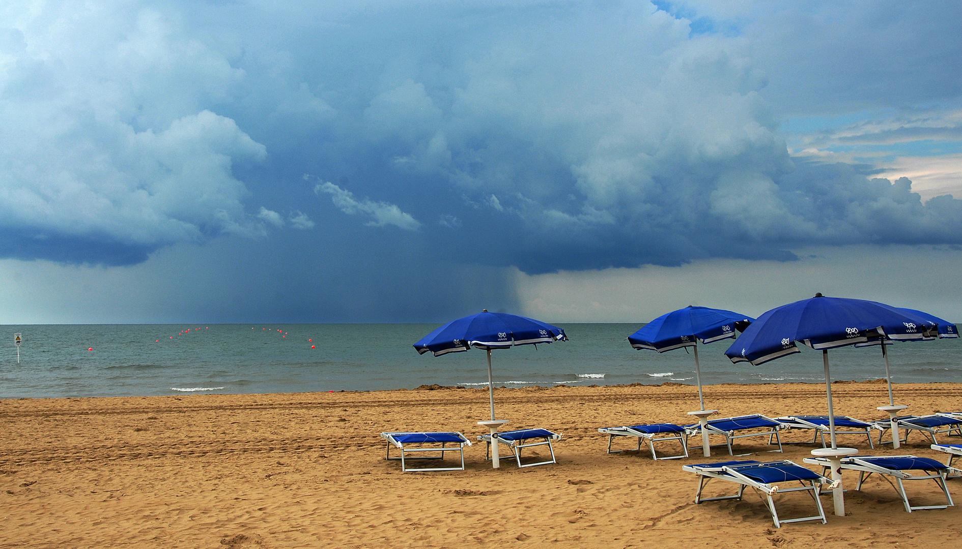 on the beach 12, Sturm über der Adria