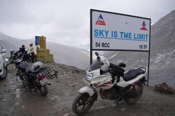 On the highest road on the world on 5602 m