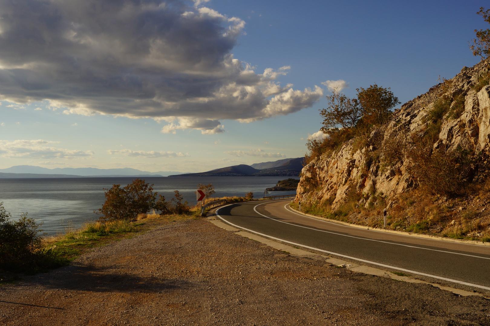 On the Road mit schönen Lichtverhältnissen nähe Klenovica