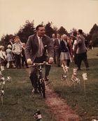 Onkel Otto auf dem Ponyhof im Jahre 1963. Der Reiter waren so viele, dass improvisiert werden musste