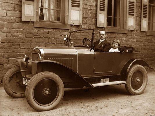 Opa mit Auto (von Photoplatte)