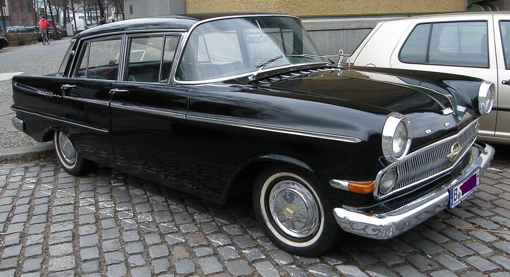 opel kapit n in berlin foto bild autos zweir der oldtimer youngtimer auto legenden. Black Bedroom Furniture Sets. Home Design Ideas