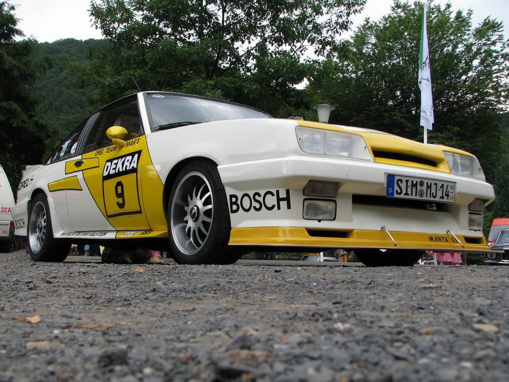 Opel Manta B mit Kriegsbemalung