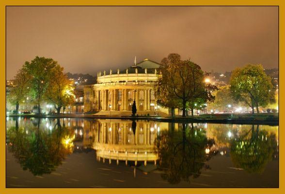 Oper in Stuttgart bei Nacht