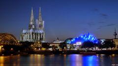 Oper Köln mit Nachbargebäude