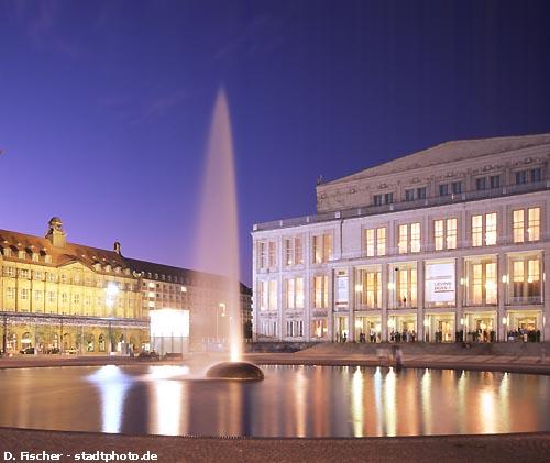 Oper Leipzig bei Nacht