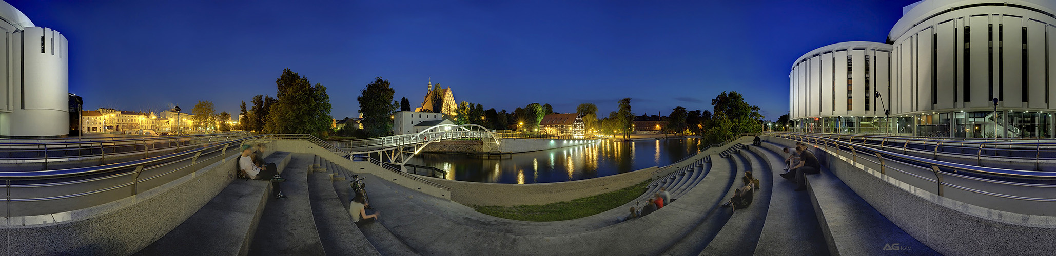 Operhaus Nova bei Nacht