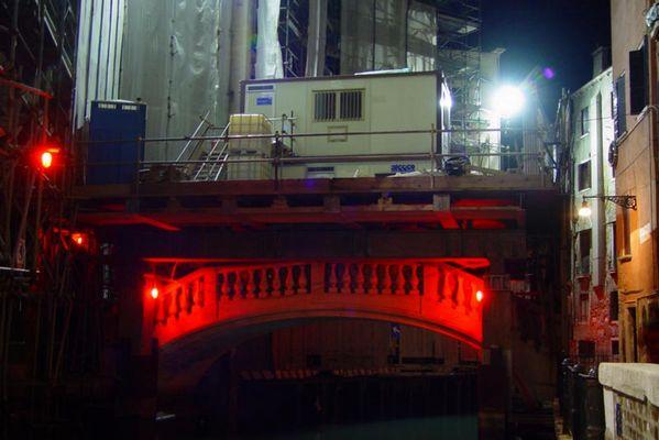 Opernbaustelle bei Nacht