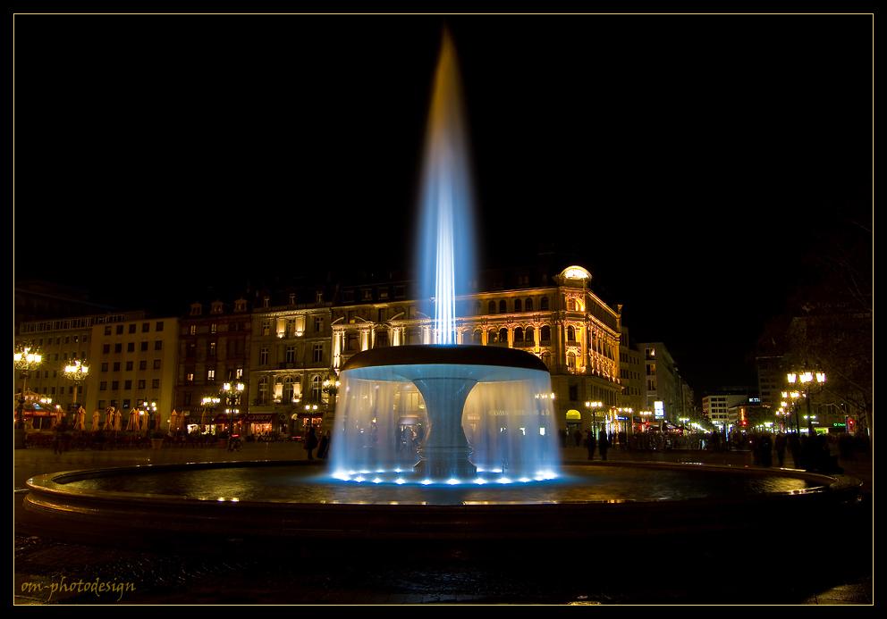 Opernplatzbrunnen zur Luminale