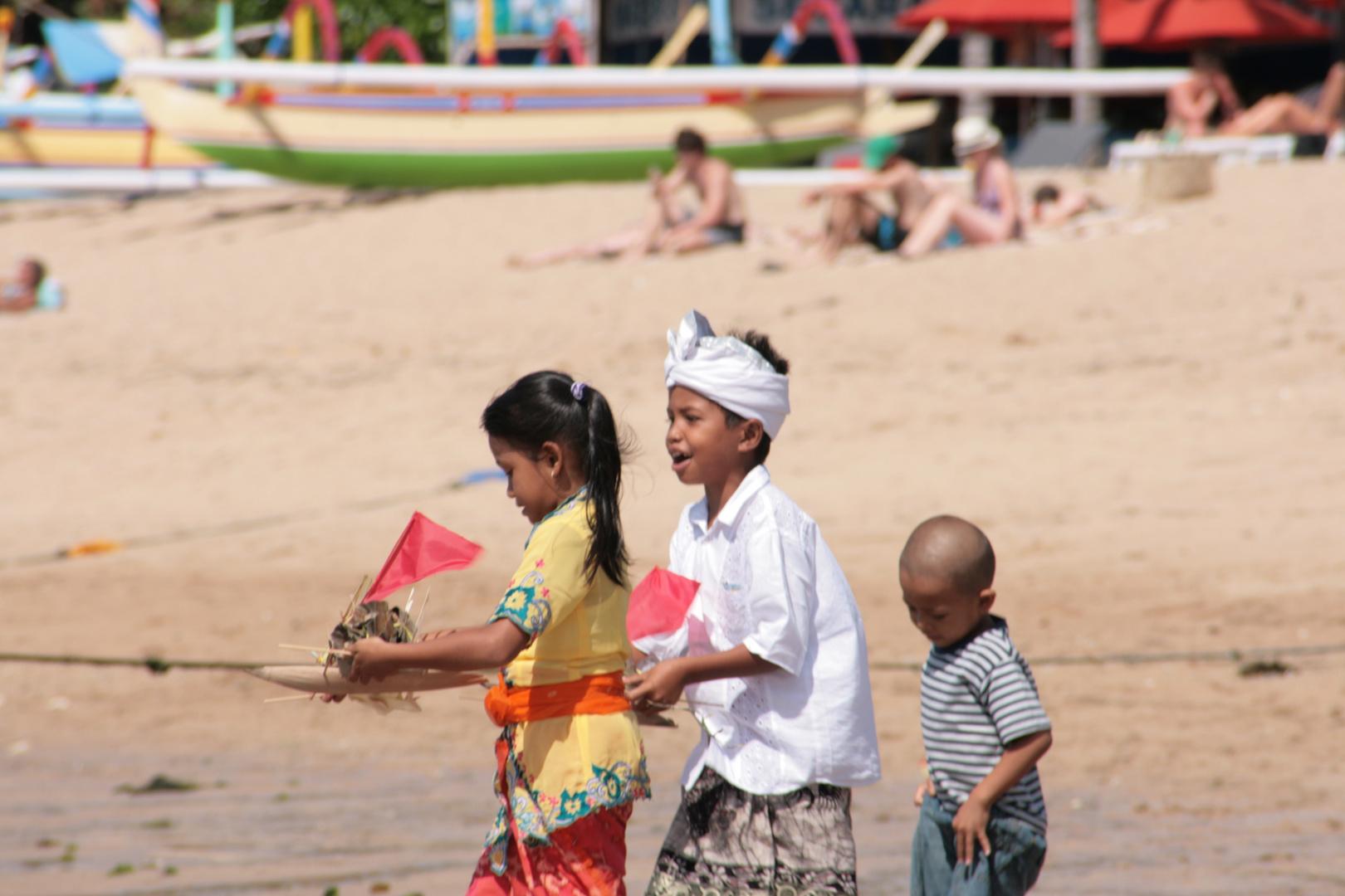 Opfergabe am Strand
