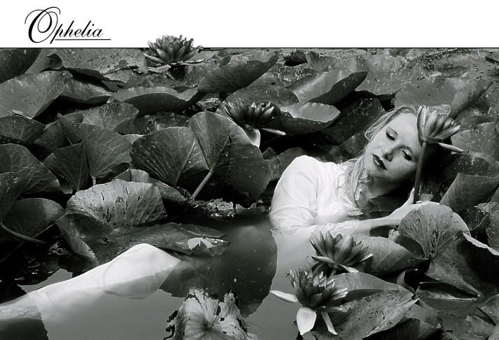 Ophelia - Träumend in Nymphea's Armen
