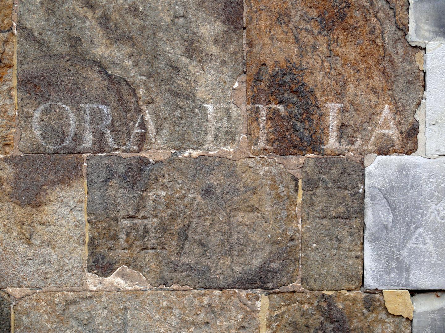 ora et la-b-ora! Graffiti (alt) am Dom zu Verden a.d. Aller